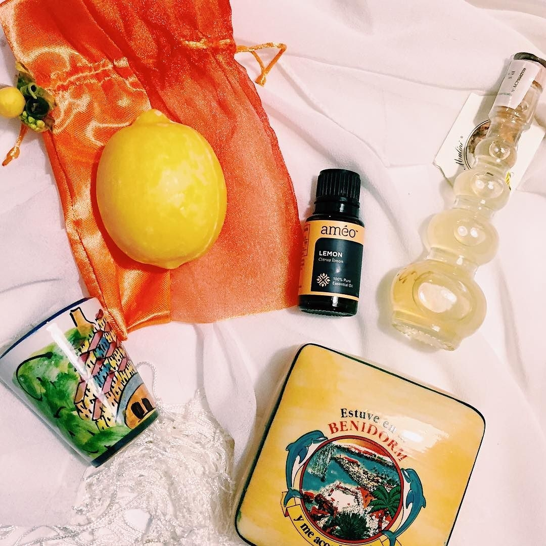 Love_Ameo_lemon_oil._A_drop_brightens_up_almost_any_dish._Such_a_happy_fragrance___I_can_hook_you_up.__essentialoils__ameo__thatcolourproject__yellowfever